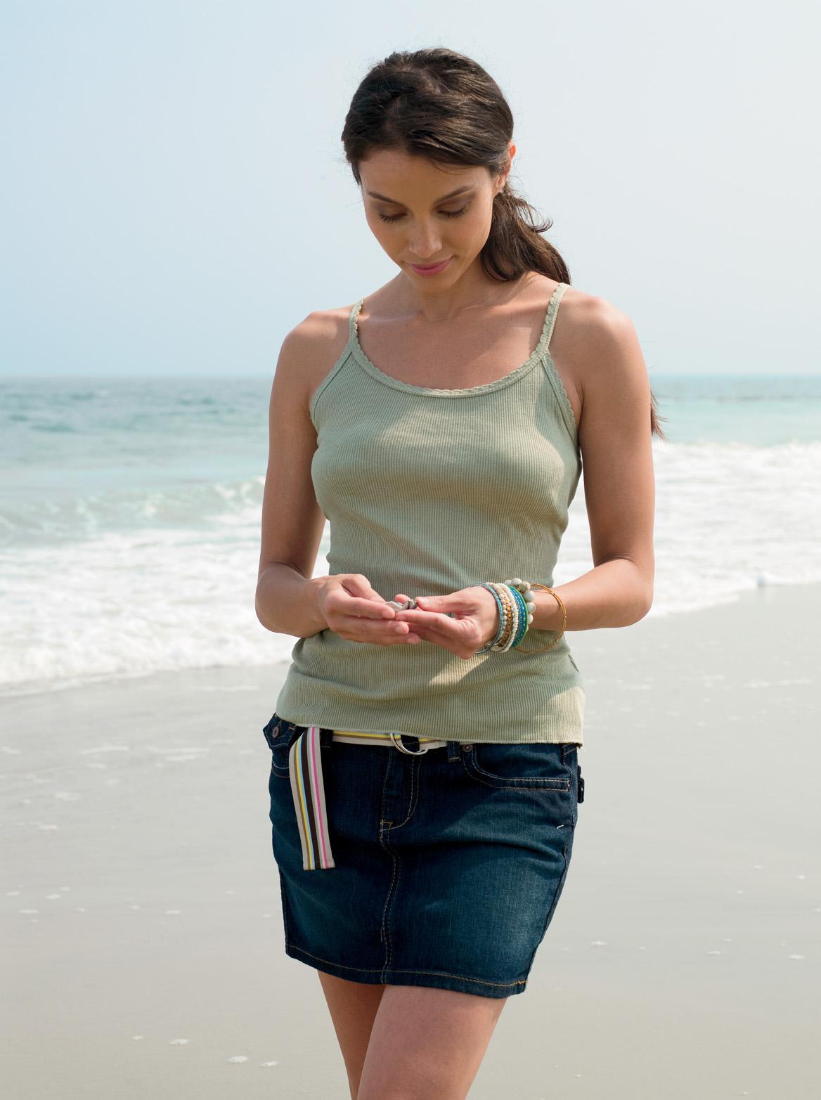 Anvil 2425  Women's Ringspun 2x1 Rib Tank with Contrast Stitching